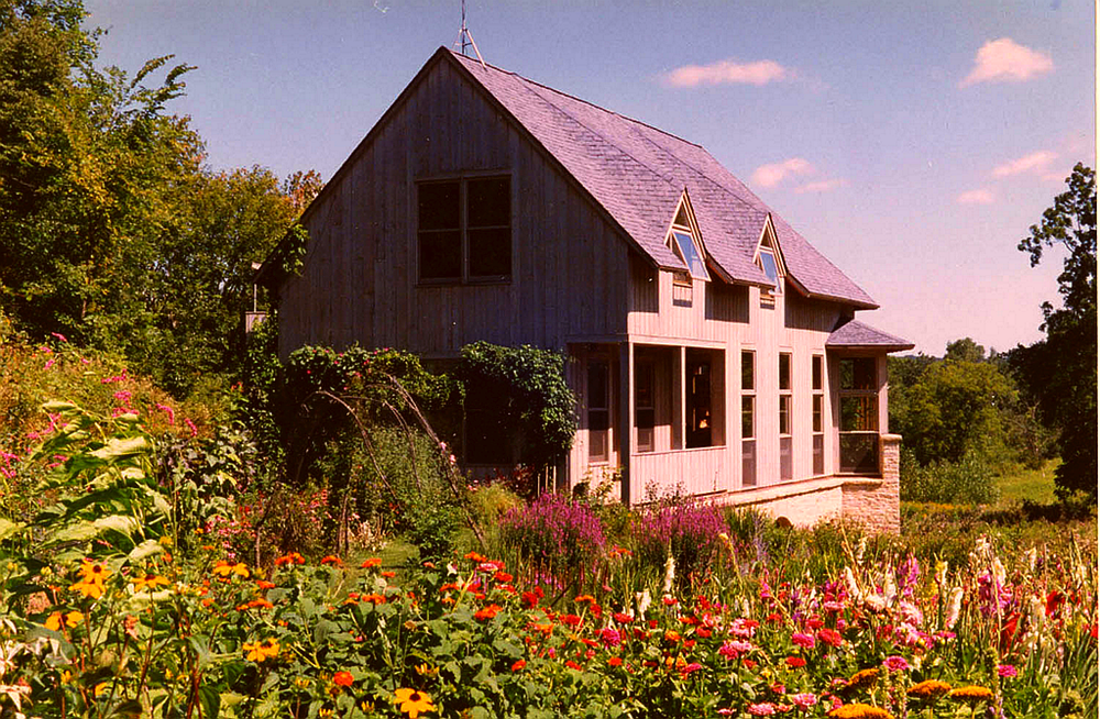IOWA FARMHOUSE