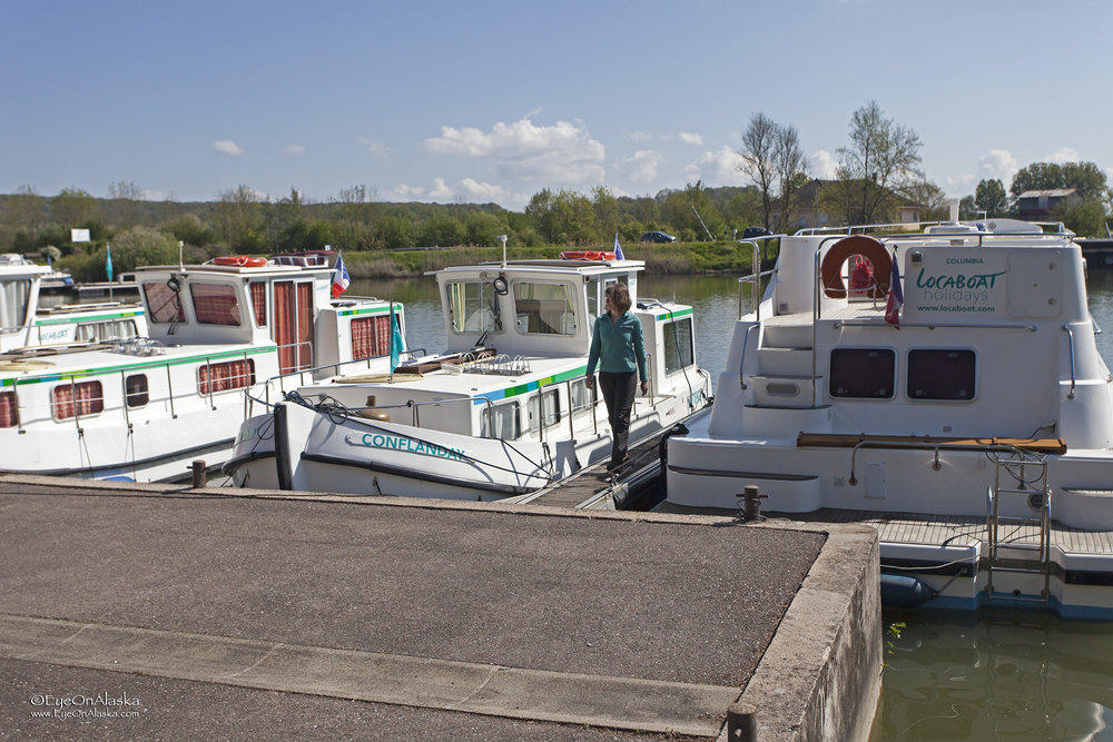 Picking up our rental boat at Scey-sur-Saone.
