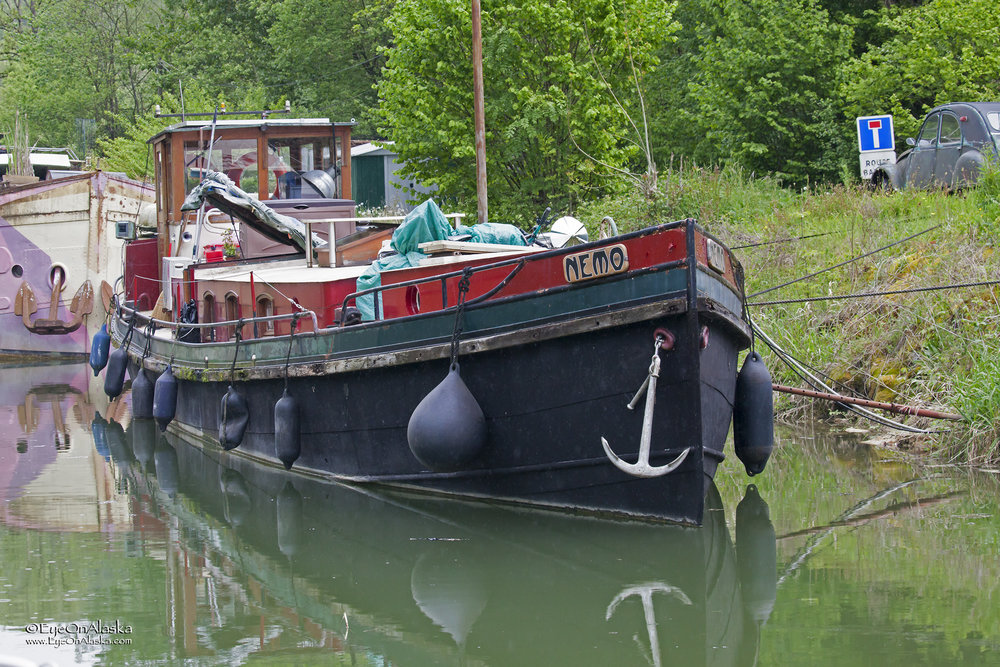 A bunch of old barge/liveaboards next to the canal at Rancenay.