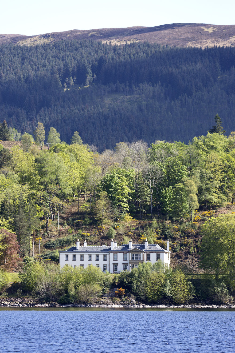 A nice small summer cottage on Loch Lochy ;)