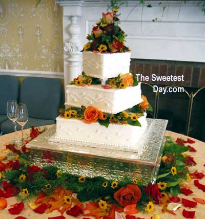 Column cake with 1.5 inch separation. Just perfect for flowers.