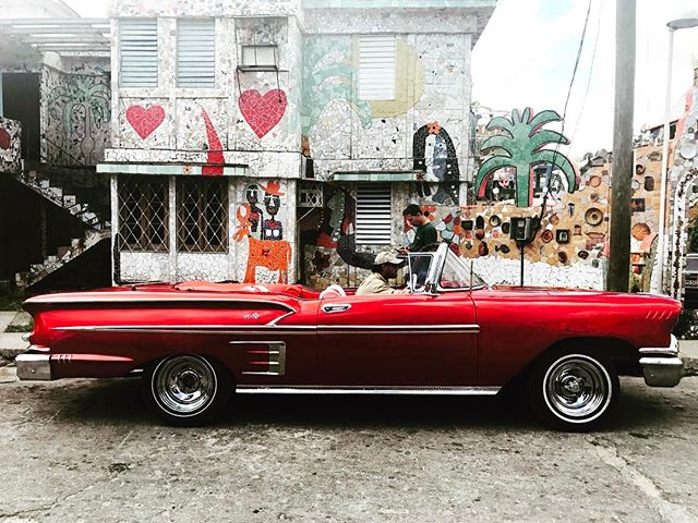 Cool car in a cool place. Fusterlandia, is located in the small fishing village of Jaimanitas, a town the artist Jose Fuster has transformed into a giant mosaic project. #cuba #havana #josefuster #fusterlandia #jaimanitas #travel #travelpics #travelgram #classiccars #vintagecar #convertible