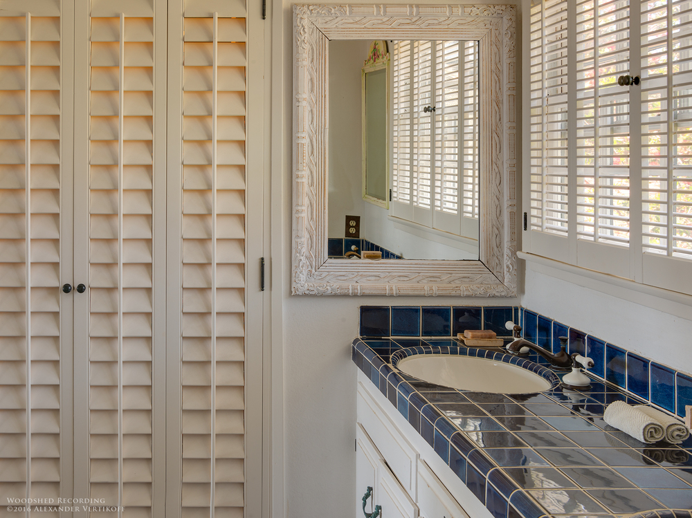 studio-malibu-woodshed-recording-studio-best-recording-studio-malibu-bathroom.jpg