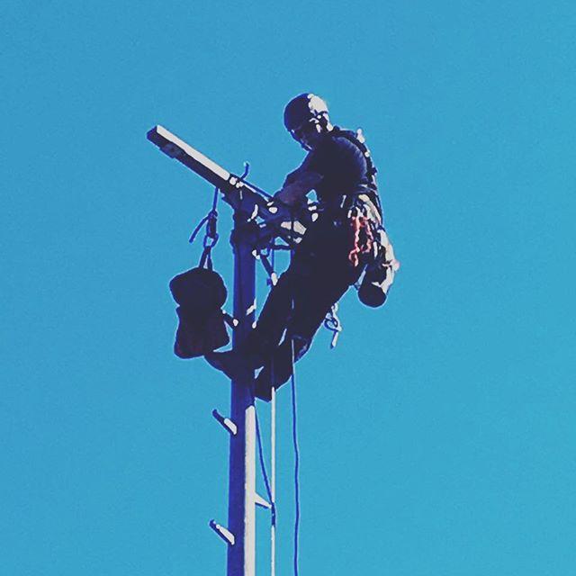 #leuchten #montieren an #masten im  #stadion mittels #seilzugangstechnik durch #industriekletterer von #aermax