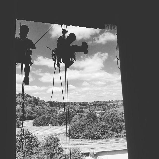 #netz #montage für #taubenabwehr in einer #industrieanlage #siloturm durch #industriekletterer von #aermax