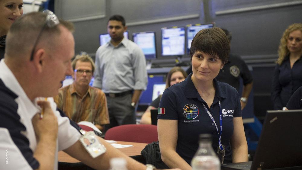 Il comandante NASA Barry Wilmore, l'ingegnere di volo Terry Virts,l'ingegnere di volo russo Anton Shkaplerov, Elena Serova, Alexander Samokutyaev, l'ingegnere di volo ESA Samantha Cristoforetti.