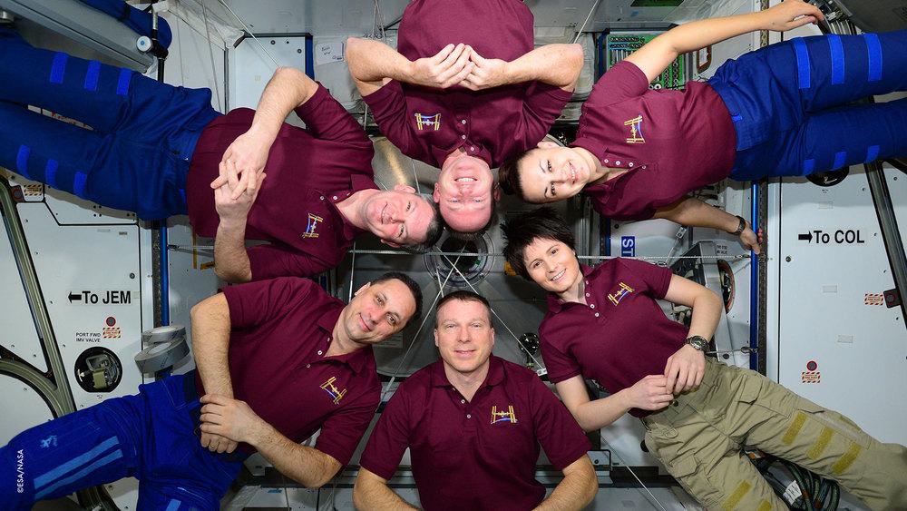 Abbiamo fatto una foto di gruppo della Missione 42 prima che Sasha,Elena e Butch ripartissero. Il nostro motto è: Niente Panico e ricorda sempre dov'è il tuo asciugamano!