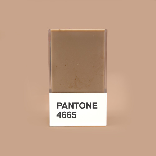 pantone 4665