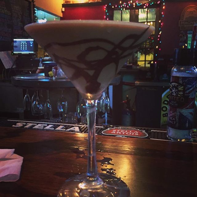 Nightcap anyone? Yup, a chocolate espresso martini. Who wouldn't... #queensguard #unitedalehouse  #unitedalehousehalloween #downtownfortmyersnightlife #thingstodofortmyers #pubsfortmyers #pubscapecoral #barsfortmyers #barsdowntownfortmyers #riverdistrictfortmyers#cocktails