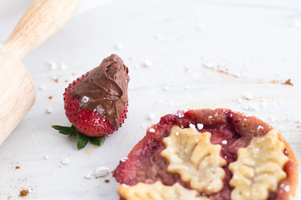 Strawberry pie with a chocolate covered strawberry | ietishana.com