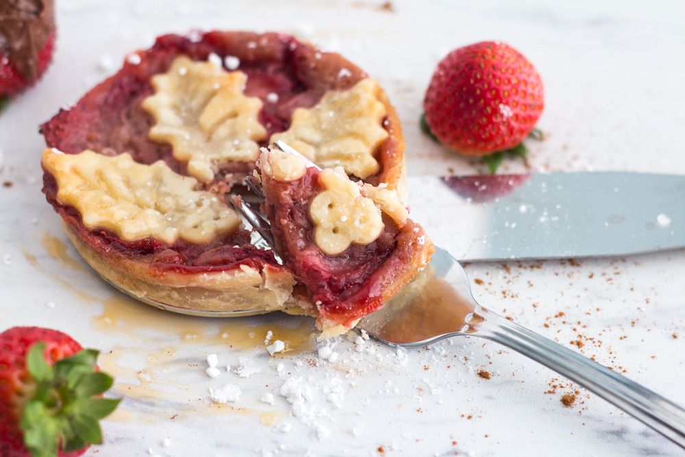 A mini strawberry pie from Little Guy Bakery | ietishana.com
