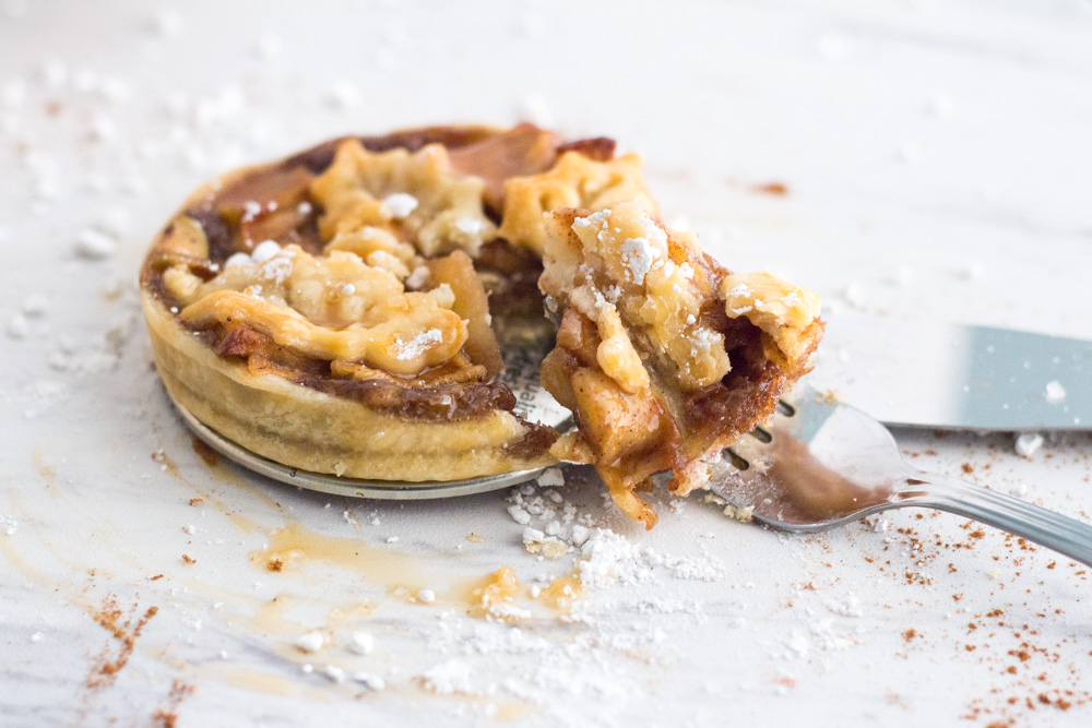 Classic mini apple pie from Little Guy Bakery | ietishana.com