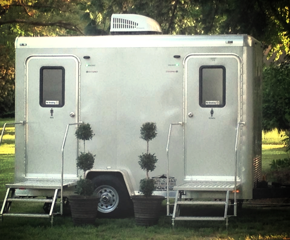 2-Single-Suite-Restroom-Trailer-for-Rent