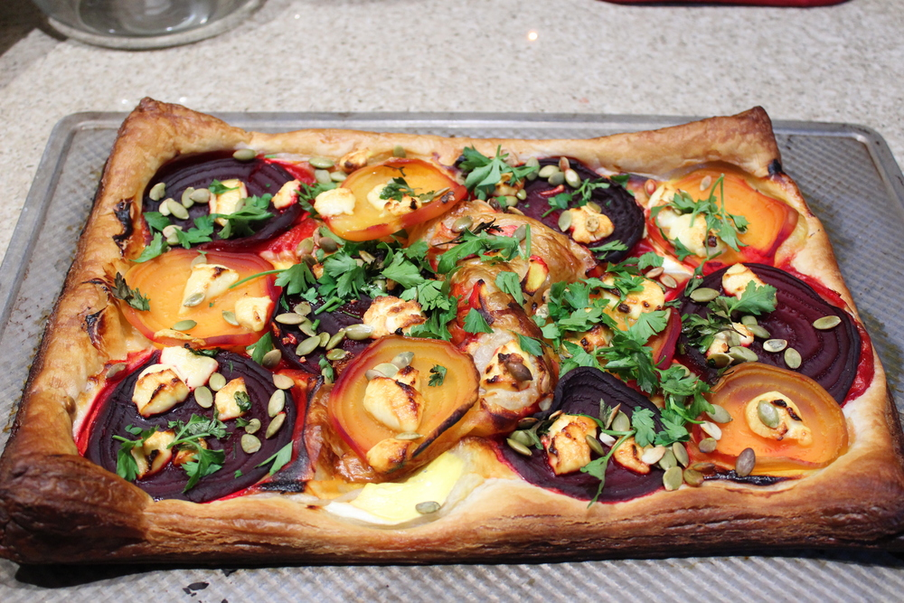 Ingredients: 2 large roasted beets, defrosted puff pastry, 6 tbsp sour cream, 1 tbsp minced thyme, 1 tbsp minced parsley, roasted + salted pumpkin or sunflower seeds, 5 tbsp goat cheese, salt and pepper.