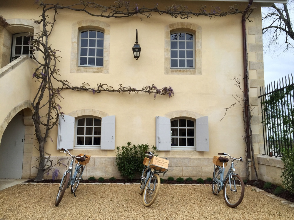 Serious bike envy at Chateau Canon in St. Emilion - another absolute top in my book, the sample was super fruit driven but with a very balanced body at the same time. Yumm.
