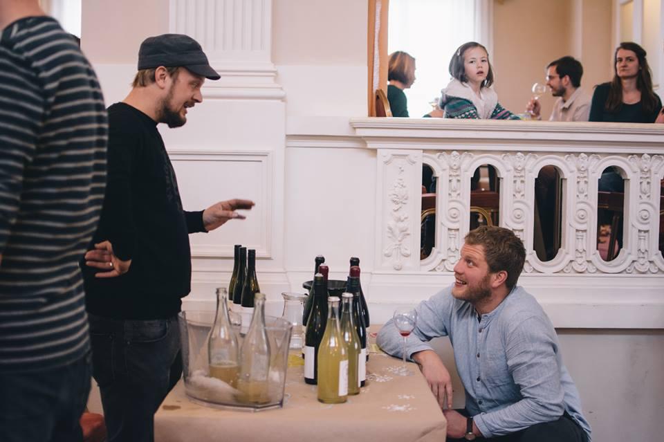 Honza Čulik talking to winemaker Michael Voelker from 2NaturKinder