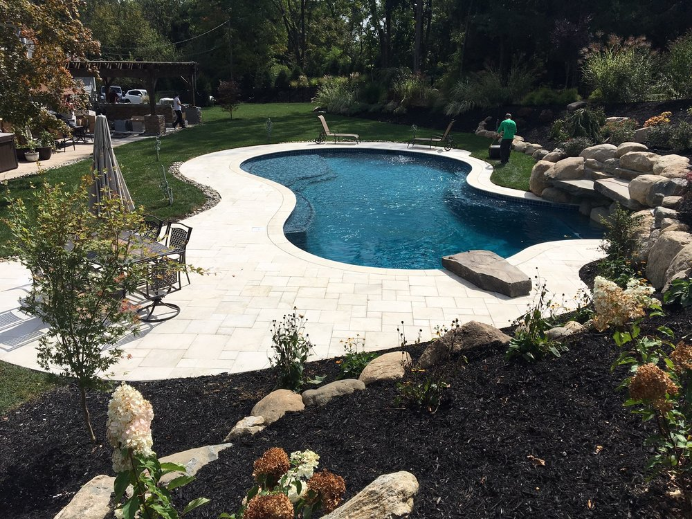 Distinctive-Design-Manage_Pool-design-2.jpg