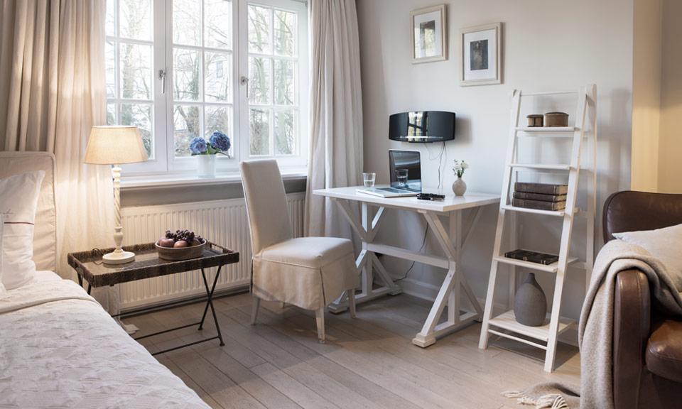 Kleine Apartments für einen Gast mit einem kombinierten Wohn- und Schlafbereich