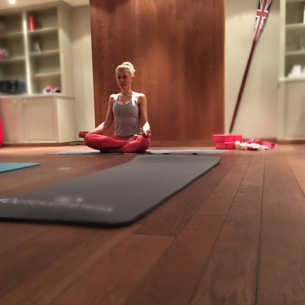 Yoga Lehrerin alleine.jpg