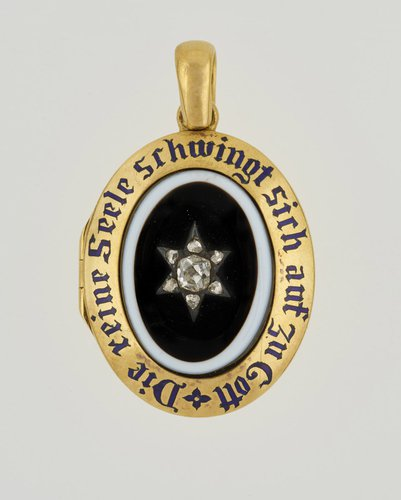 Queen Victoria's locket necklace commemorating Prince Albert.Photo courtesy of the  Royal Collection Trust.