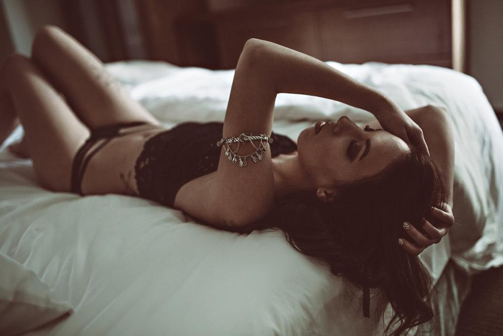 stylized-bikini-boudoir-session