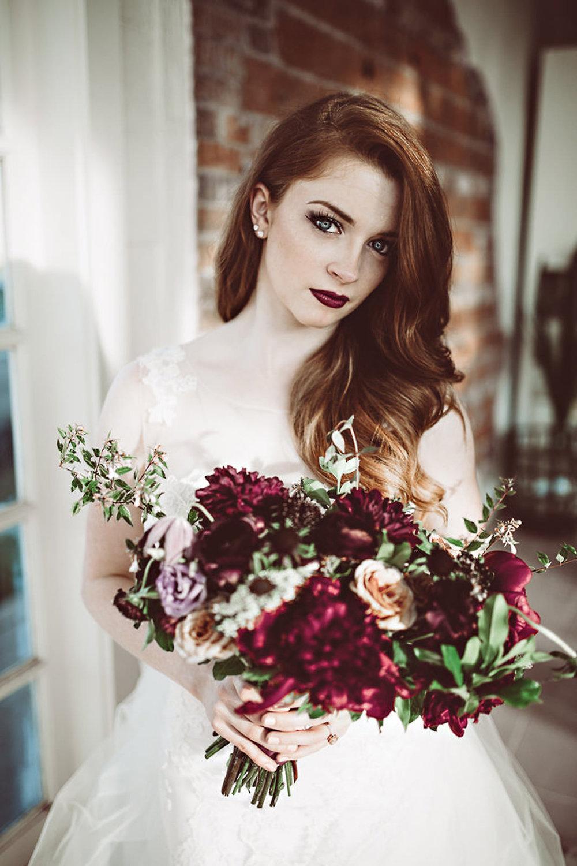 brgandy-rose-bouqet-bridal-dress