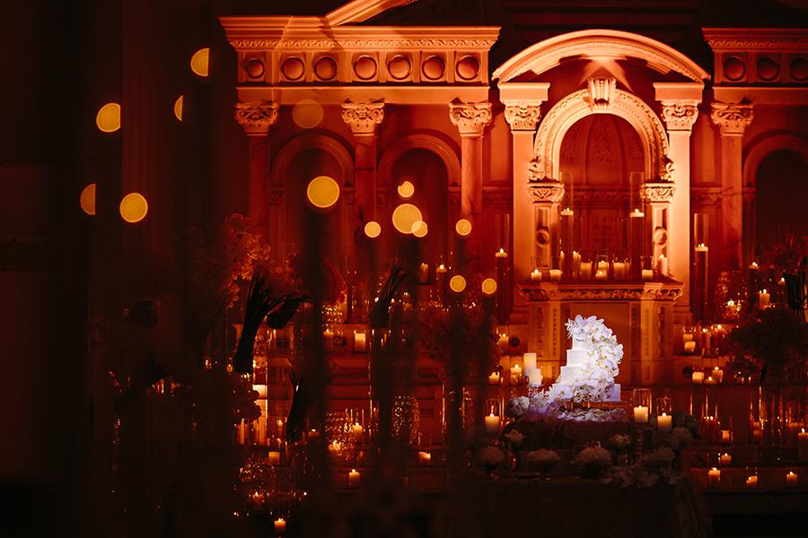 beautiful-luxury-wedding-cake-in-old-temple
