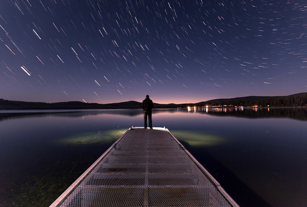 nighttime-star-trails-lake-peir