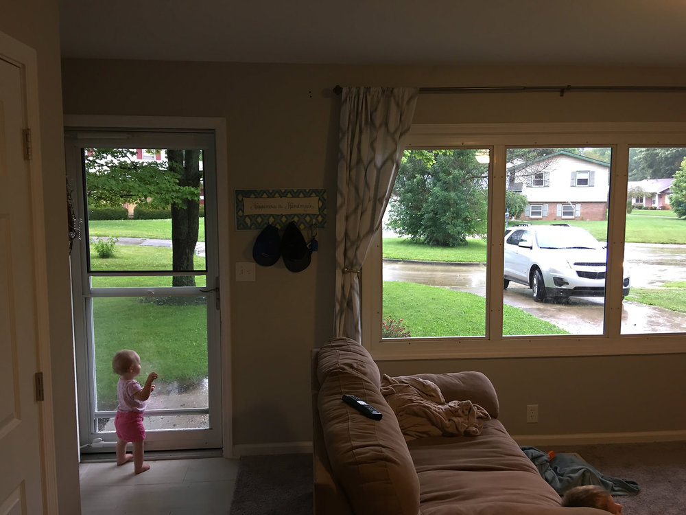 little-girl-waving-goodbye-to-mom-through-door