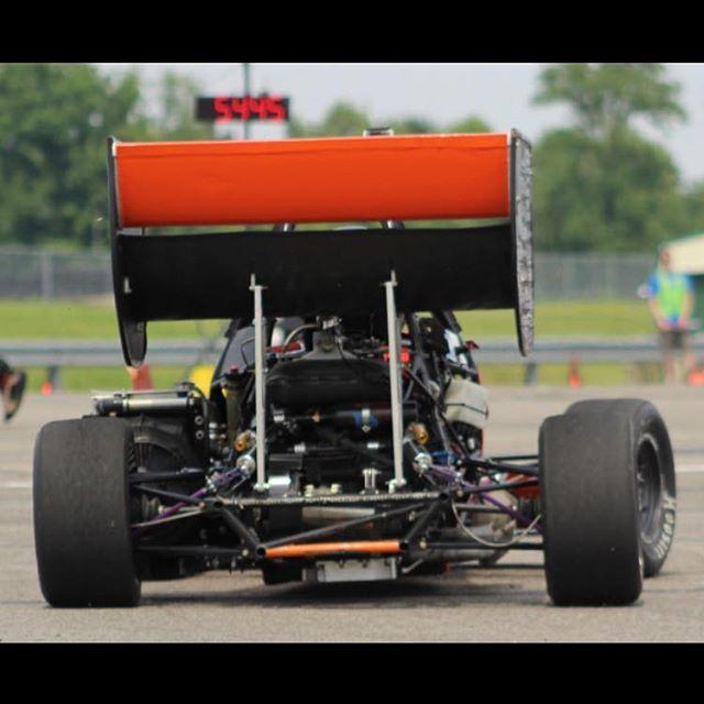 Day [5/12] of #12daysofcomp challenge. We nominate @tamu.formula.sae ! Show us dem beautiful cars! 🍑 👀😮🤤 . . . #fsae #formulastudent #motorsport #competition #clemson #tigers #racing #speed #allin #engineering #40 #finallyfriday #datbootytho