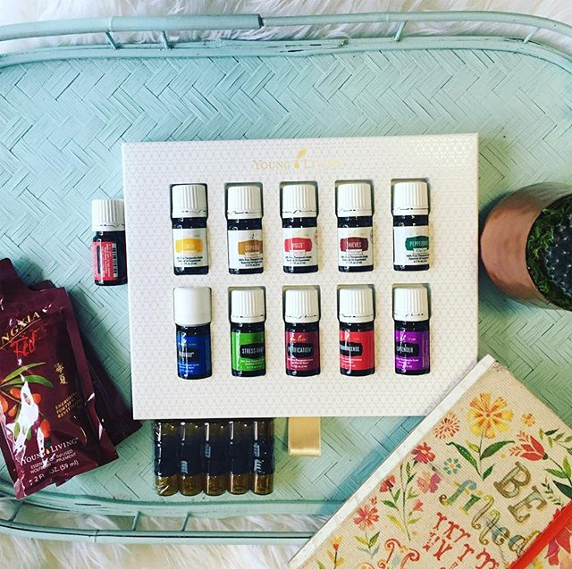 Didn't get exactly what you wanted under the tree? Looking for more simplicity in 2018? Look no further. Our 11 main MVPs + the diffuser of your choice = the most versatile little pack of wellness ever!! We use these oils on the daily for seasonal & immune support, cleaning, body/face are diy, energy, sleep, focus, balance, and just setting the tone in our space for whatever is going on. The dawn of a new year is the perfect chance to join us! Grab your kit before 2017 ends and I'll send you a surprise essential oil with your welcome package! ❤️❄️ link in profile, give me a shout if you have questions!