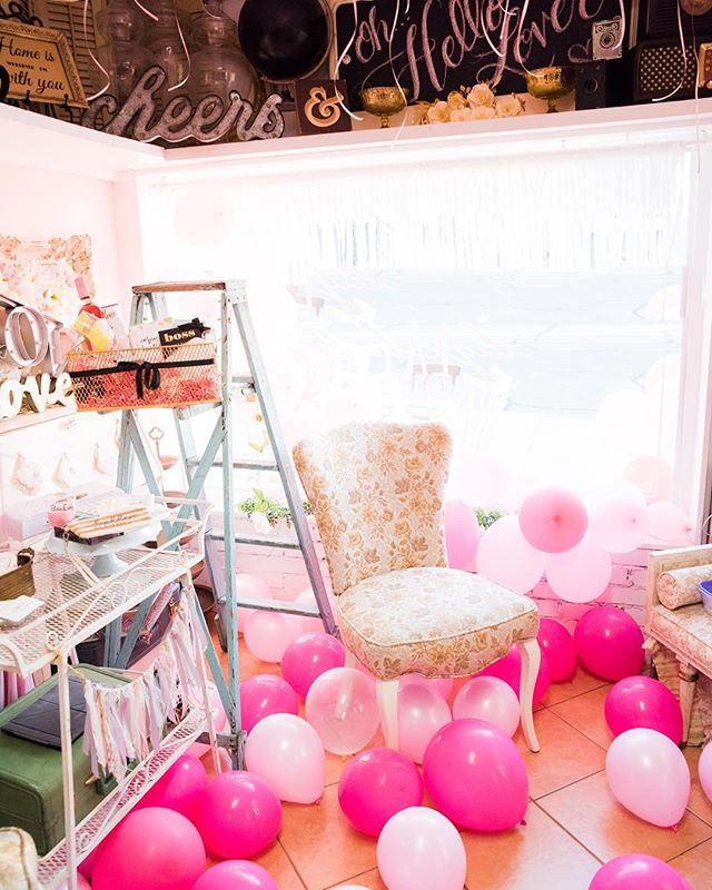 This heatwave is something else! I plan to stay inside with a few DIY projects/mock up's involving balloons and my Cricut machine. What projects are keeping you cool this weekend? 🎈 Photo by @girlsquadinc at my recent @bossbashcelebrations 💅🏽 #diy #diywedding #diybride #diylabride #cricut #weddingprep #weddingproject #handmade #balloons #LA #glendale #burbank #sfv #bossbash #bossbabe