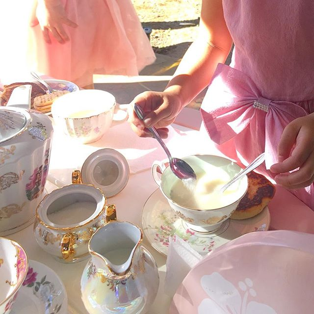 Sunday's are for tea... or champagne! 🍾 @inthecloudsevents styled this tea party play date with a few of my rental pieces. Ladies of all ages love an afternoon tea 🎀 #teaparty #teatime #sundayfunday #playdate #momlife #vintagerentals #bridalshower #teapartybridalshower #teapartybabyshower #bridetobe #diybride #diywedding #LA #lawedding #socalwedding #socalbride