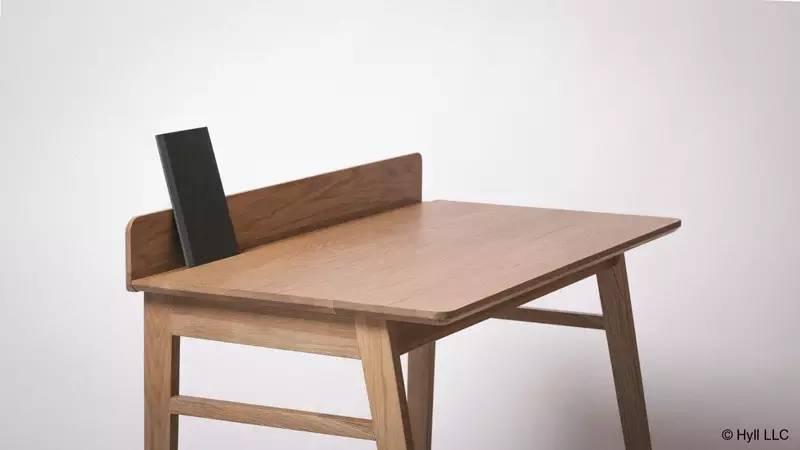 读者桌 /   Reader Desk