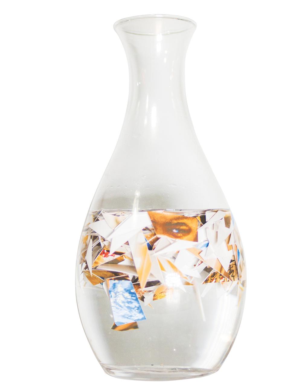 Fragments de Joie Vol.II Photographies Découpées, eau, carafe en verre 24 x 11 cm