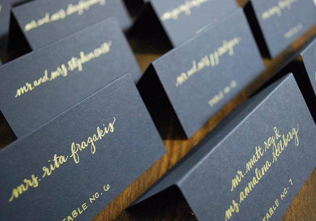 You can't go wrong with classic navy or a little gold glam for a fall or winter wedding. #escortcards