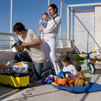 zabezpieczenie dzieci przed wypadnięciem z balkonu