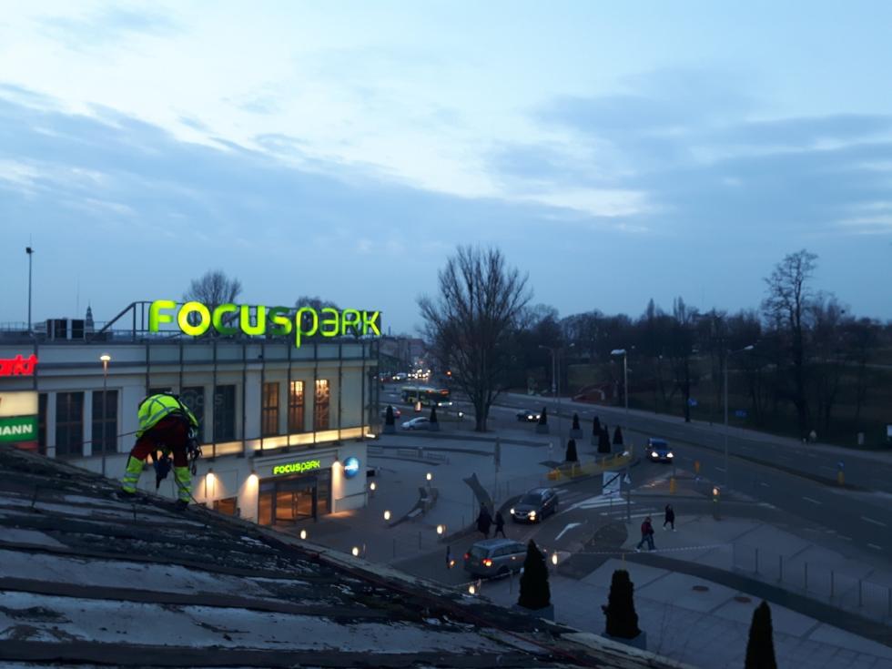 Montaż siatki zabezpieczającej Focus park Zielona Góra