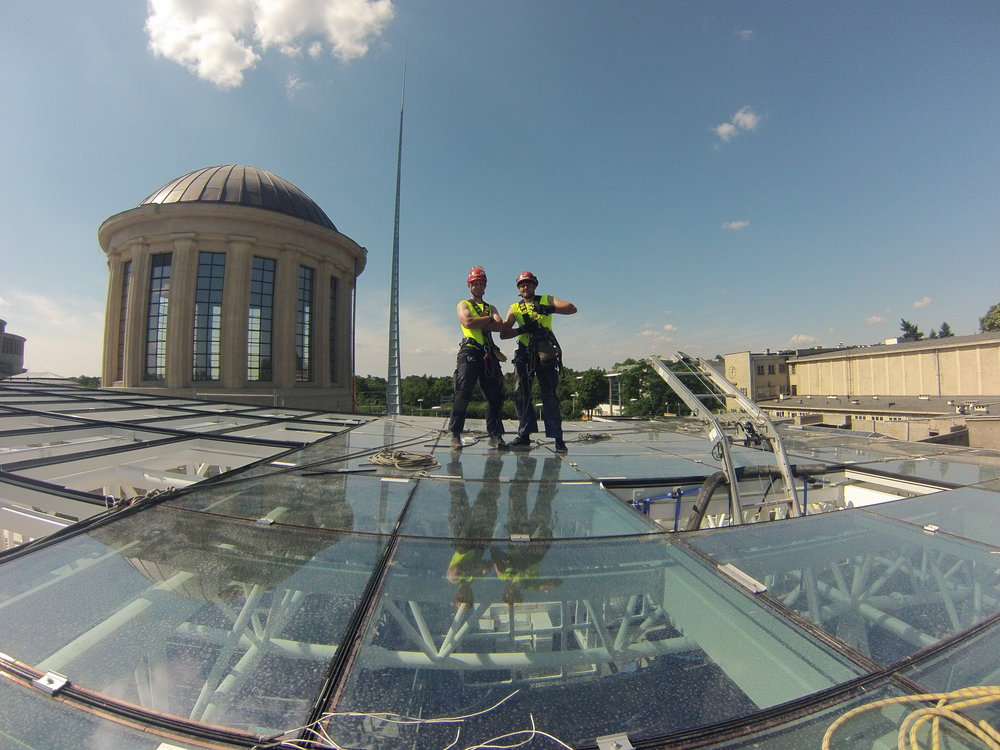 montaż szklanj fasady i dachu alpiniści