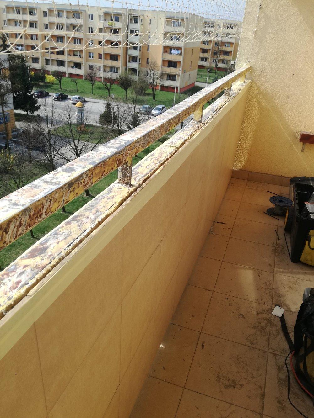 renowacja barierki metalowej na balkonie