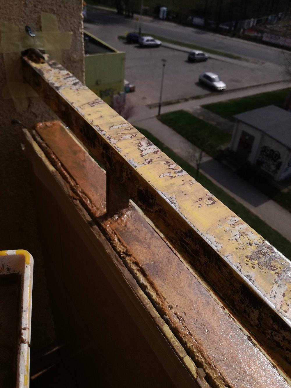 malowanie barierki na balkonie