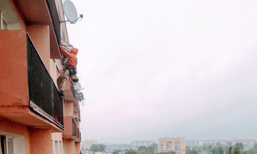 naprawa balkonów alpiniści