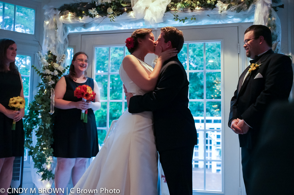 First kiss photo by atlanta wedding photojournalist Cindy Brown