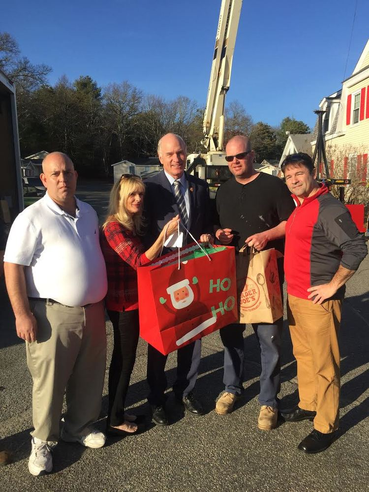 Congressman Keating at Homeless for the Holidays 2015