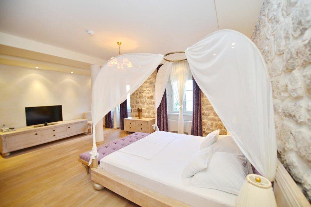 vila nikcevic montenegro bed