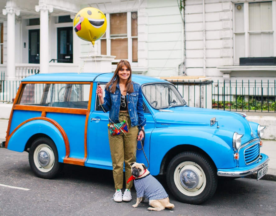 honeyidressedthepug-nottinghill-london-vintagecars-pug-puglife-pugswag-pugfashion-dog-petfashion-bandana-stripes-fawn-streetstyle-londonstreetstyle-cars-pippolli-blue-bluecar-bluevintagecar