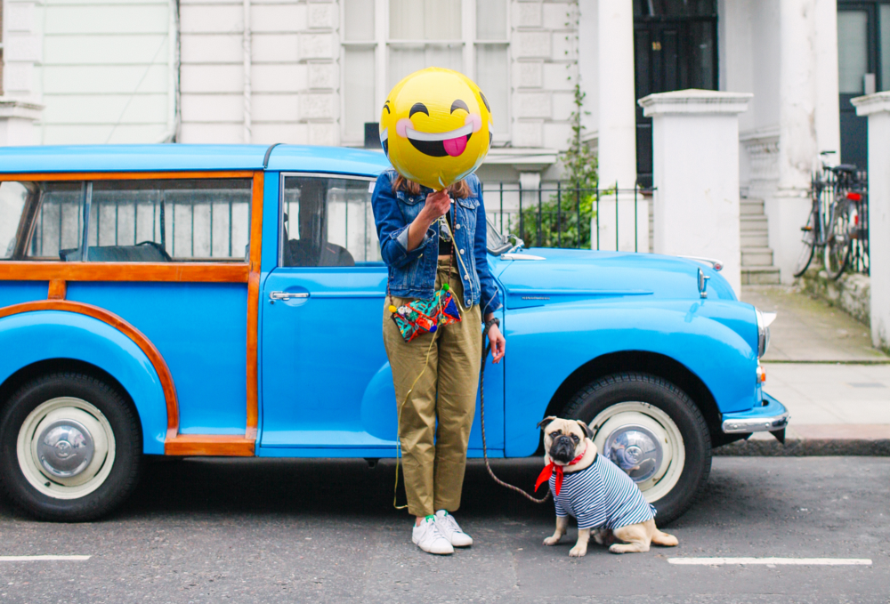 honeyidressedthepug-nottinghill-london-vintagecars-pug-puglife-pugswag-pugfashion-dog-petfashion-bandana-stripes-fawn-streetstyle-londonstreetstyle-cars-pippolli-brightblue-brightbluecar