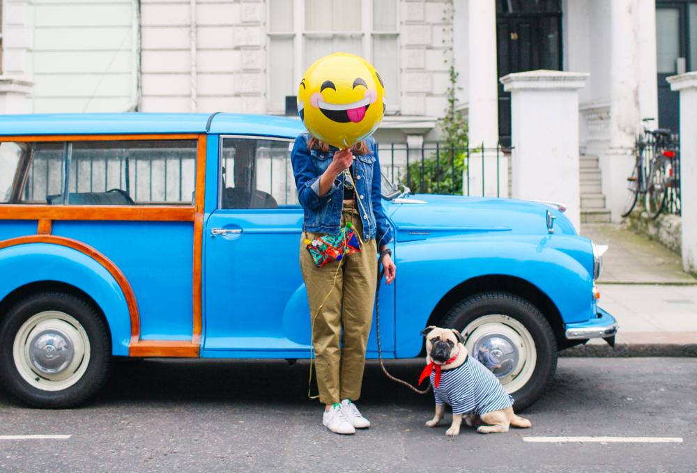honeyidressedthepug-nottinghill-london-vintagecars-pug-puglife-pugswag-pugfashion-dog-petfashion-bandana-stripes-fawn-streetstyle-londonstreetstyle-cars-pippolli-brightblue-brightbluecar