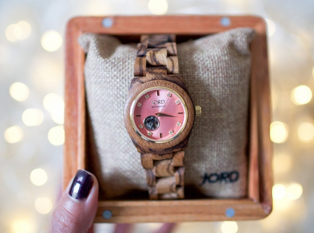 jordwatch-woodwatch-giftsforher-holiday2016-uniquegift-coolgift-whattowear-readytowear-tistheseason-holidayready-holidayparty-greatgift-humanandhoundfashion-topdogblog-dogblog-dogfashionblogger-london-bestdogfashionblog-bestpetfashionblog-pug- bestdogbloglondon-topdogbloglondon