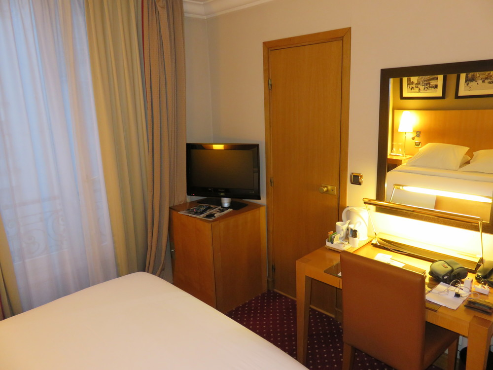 Best Western Premier Royal Saint Michel television and desk